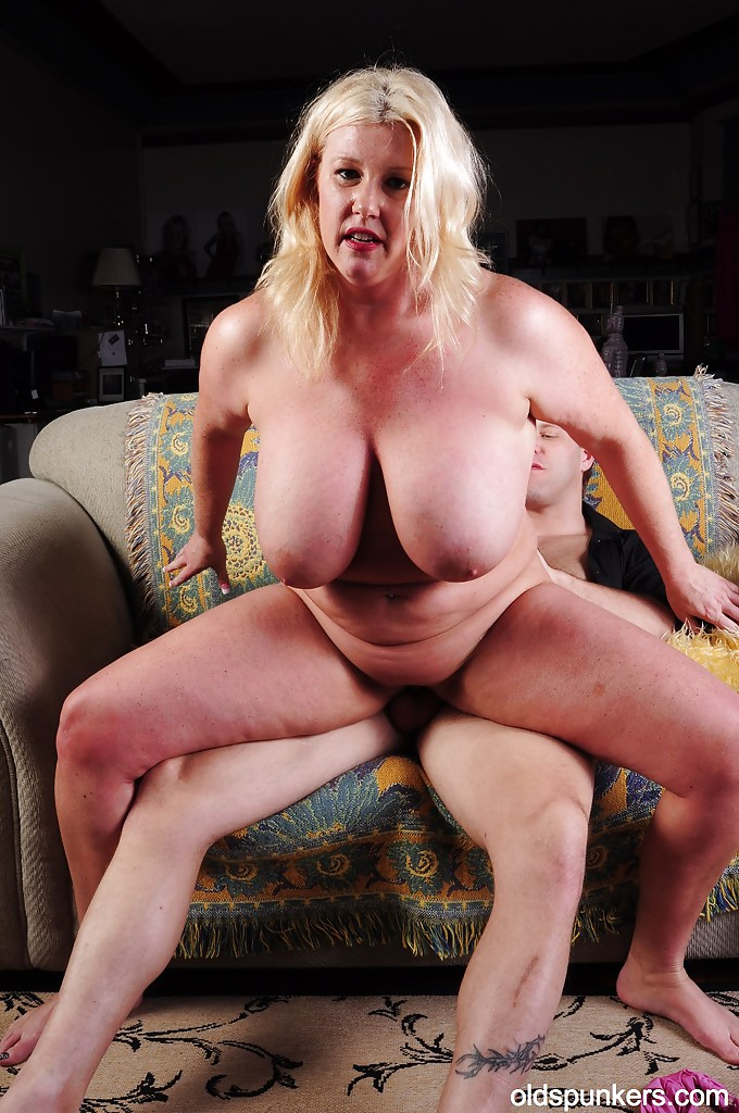 Honey gets fucked by big johnny - 3 part 9