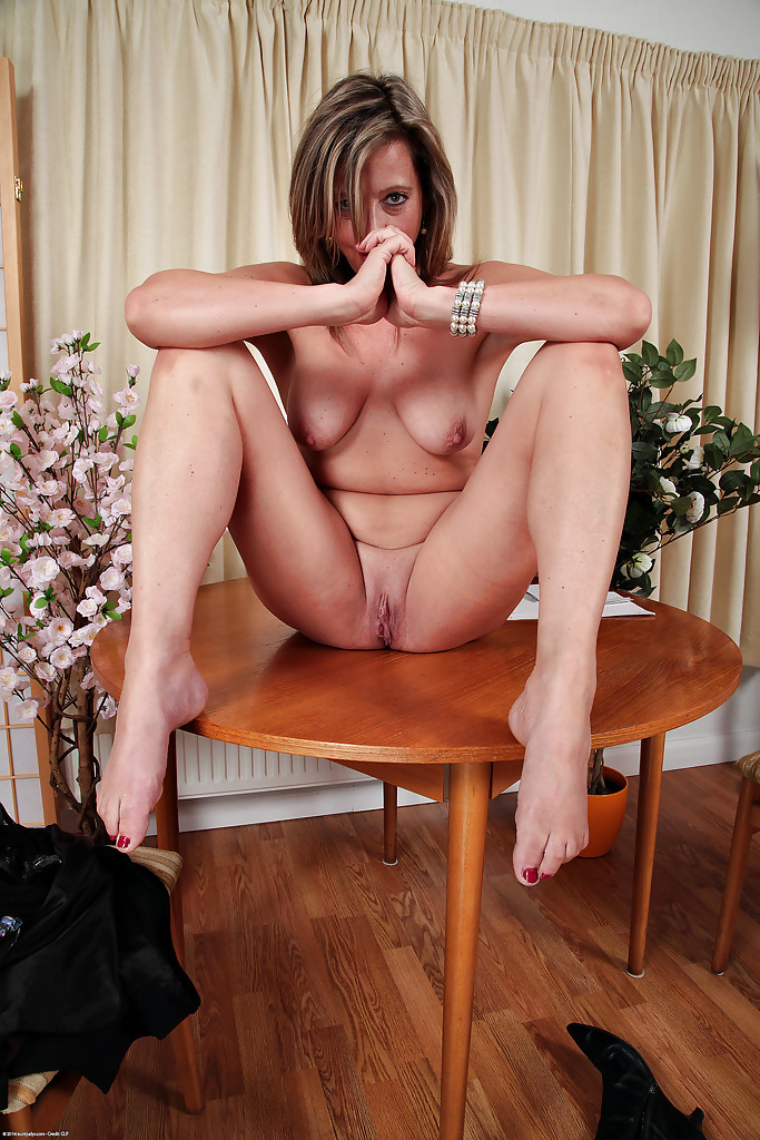 Silky thighs lou shows off her mature body 3
