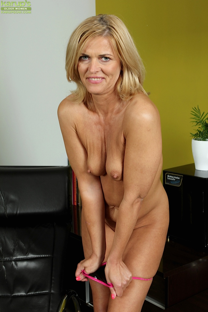 50 plus skinny milf doctor makes 11 inch house call 9
