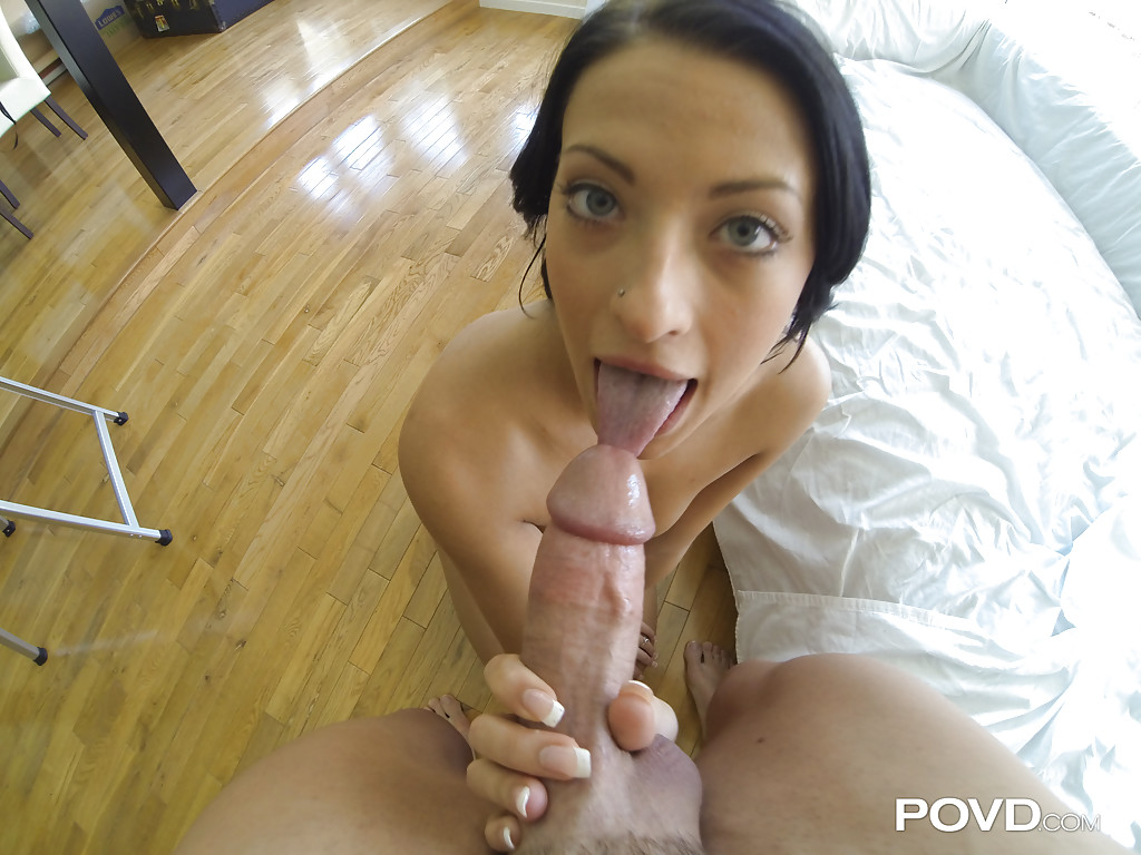 gonzo brunette kelly diamond dose blowjob and handjob to her man