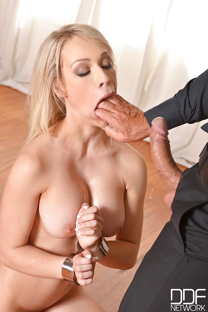 Milf doing bukkaka blonde