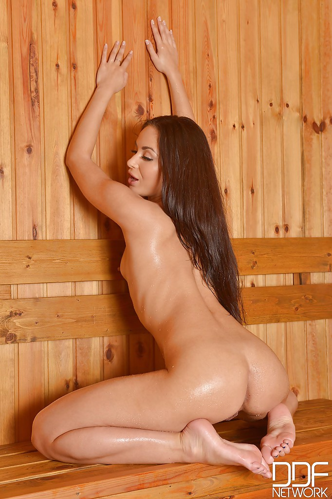 Young female muscle nude