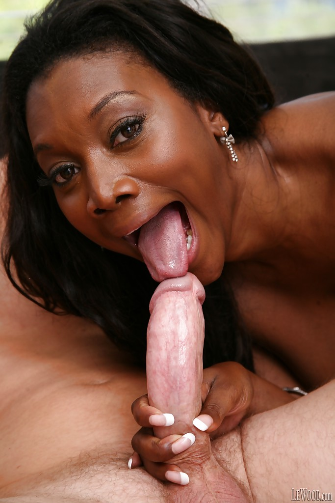 Mature ebony sucking dick
