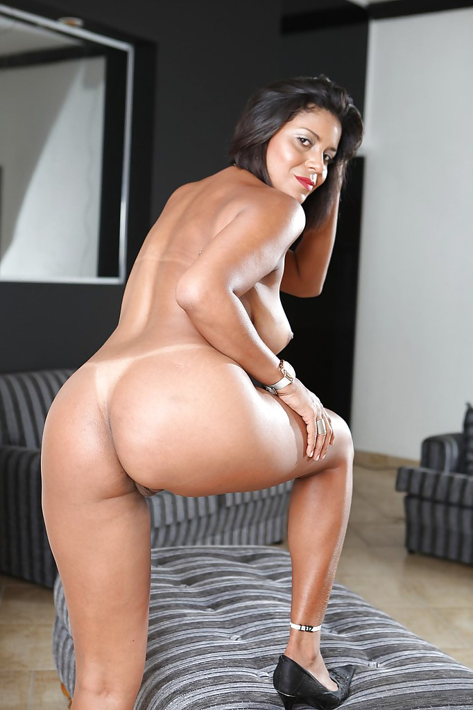 Latina brunette Ana Luz shows off her mature ass in bikini ...