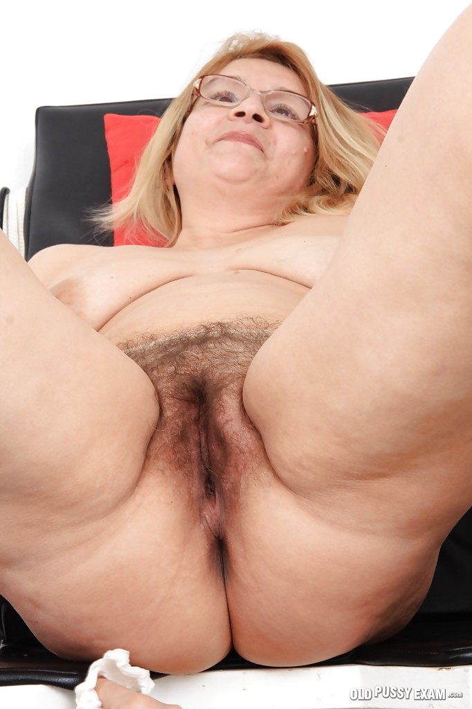 huge boobs and old cunt of mature mom