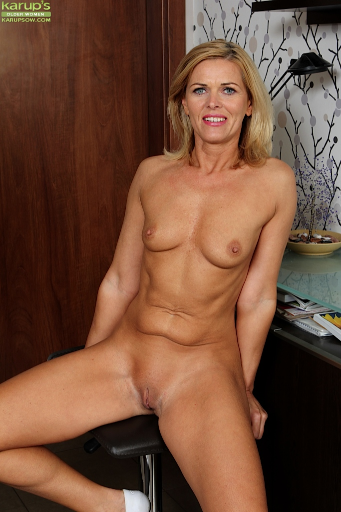 Mature Short Hair Small Tits