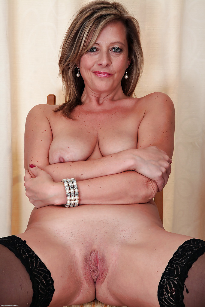 saggy Hot tits milf