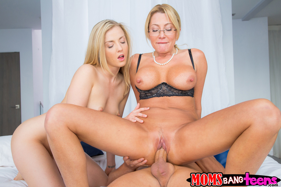 Best milf threesome