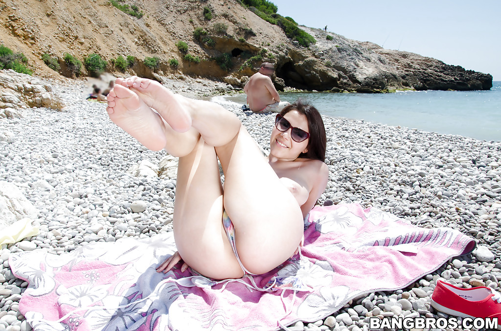 Pussy Fingered Public Beach