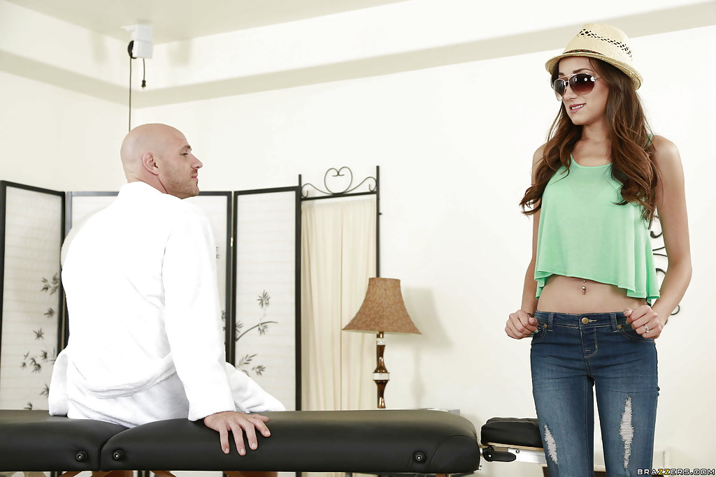 Hardcore fuck after a relaxing massage with hot pornstar Victoria Rae Black  ...