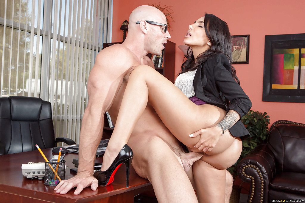 Bigass lela star fucked hard on a desk - free watch and