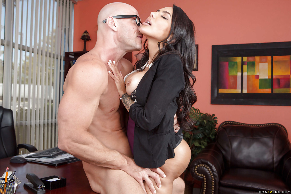 Jennifer dark brunette enjoys interracial dp 6