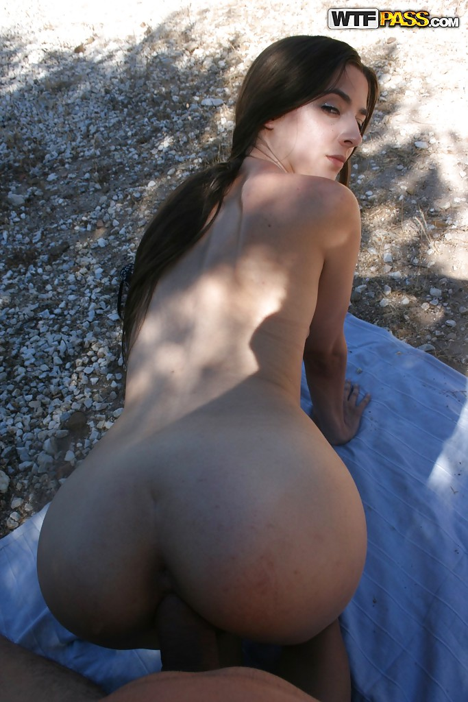 Amateur Homemade Porn Action Features Hardcore Fuck Of Hot Babe Outdoor