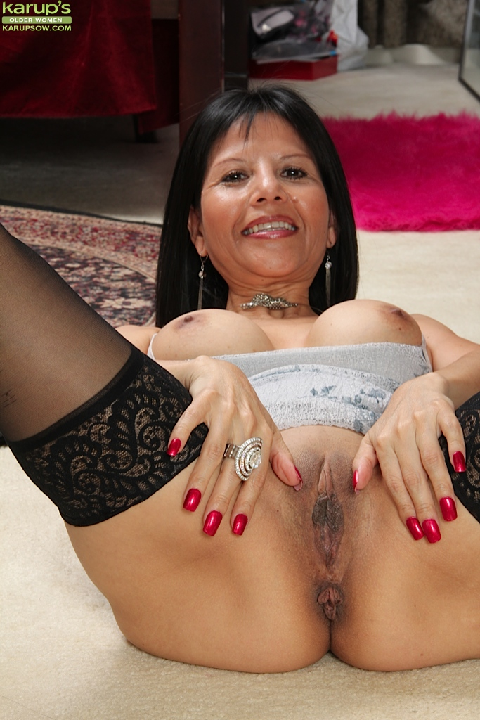 Mature pussy and tits pics up close