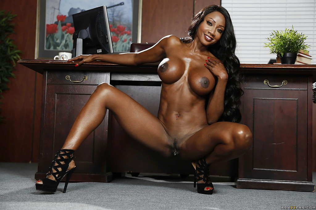 black woman fully naked pussy