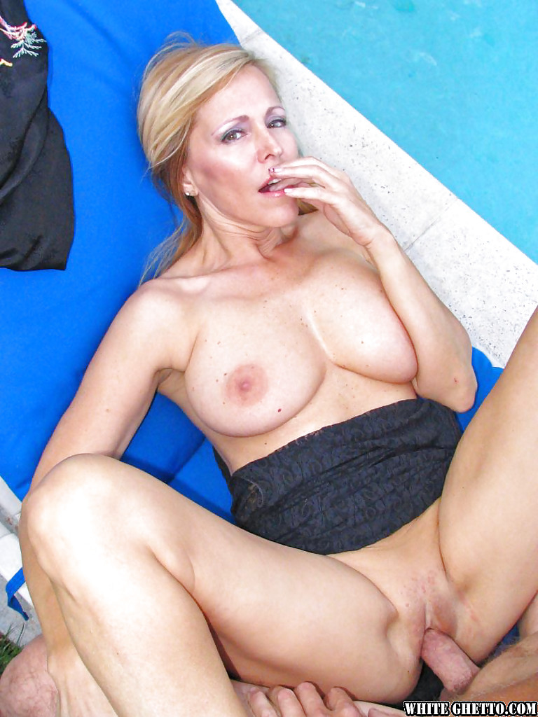 Mature Outdoor Fuck
