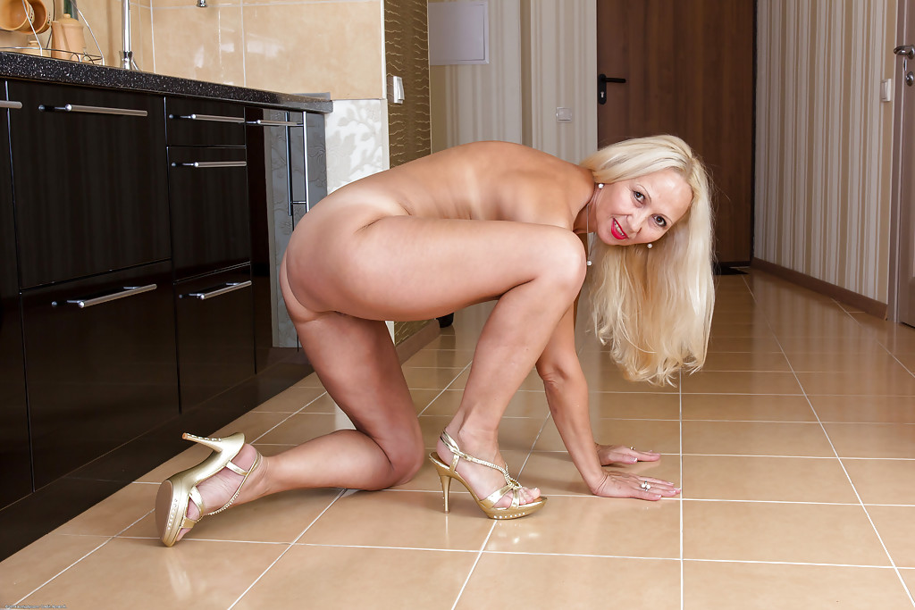 I love mature women-1608