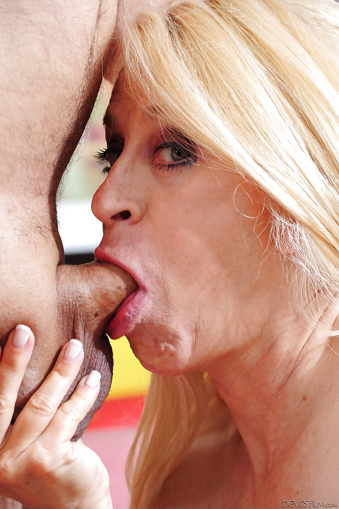 Sweet blonde mature blowjob