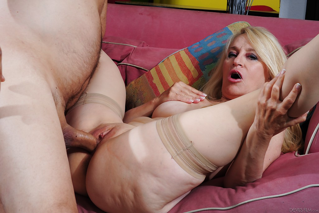 Tranny in rough threesome with couple