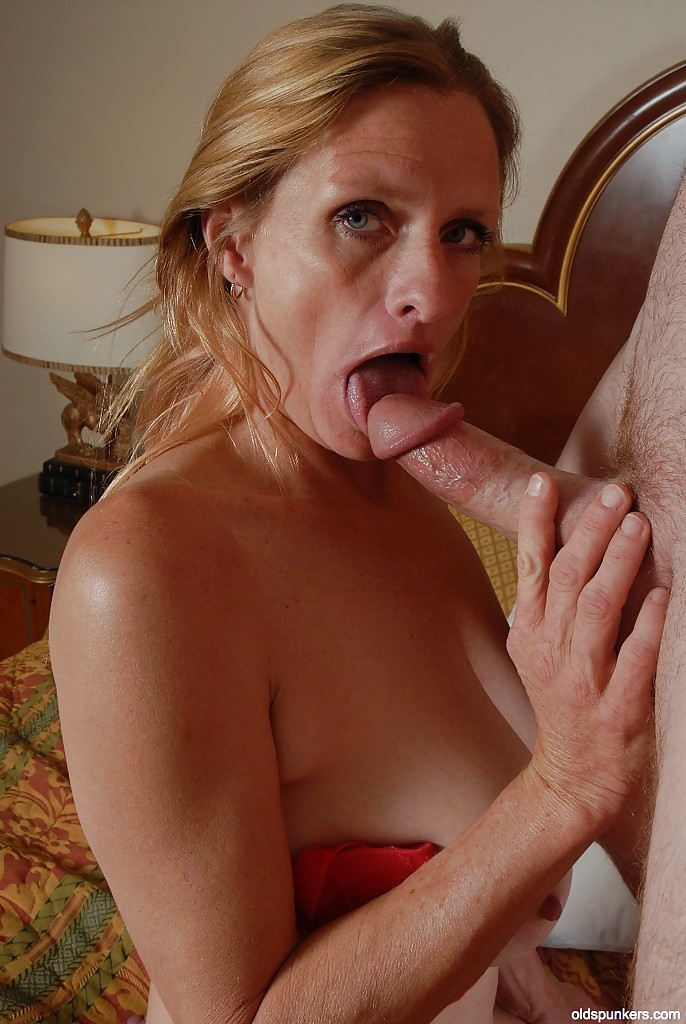 Mature tits blowjob slow — photo 10