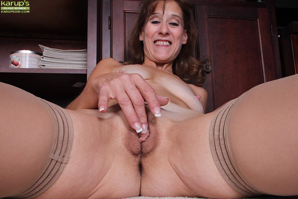 Alley cat mature granny getting her ass fucked 6
