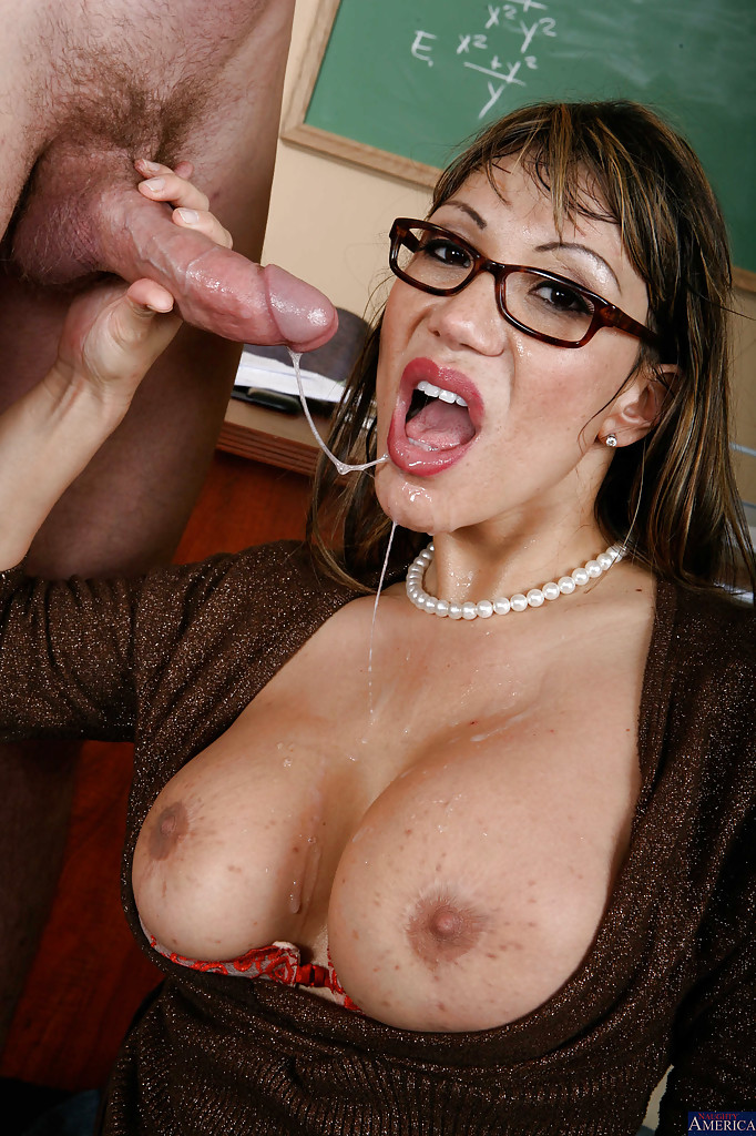 Over 60 mature model pearl shows us her granny body and pier - 3 7