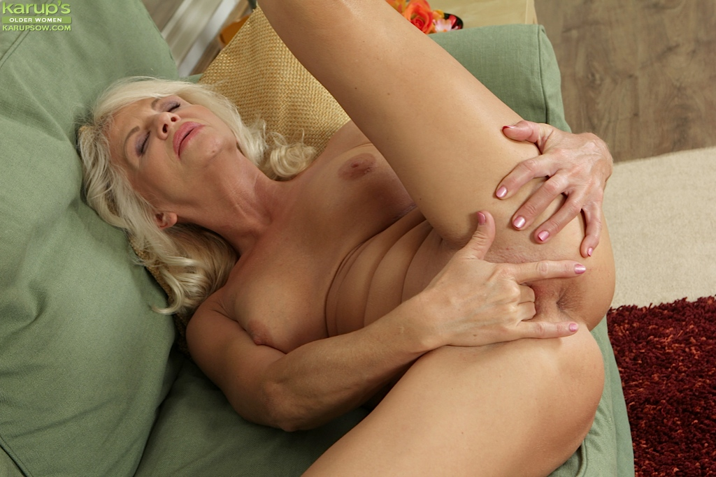 sexy mature women masturbating