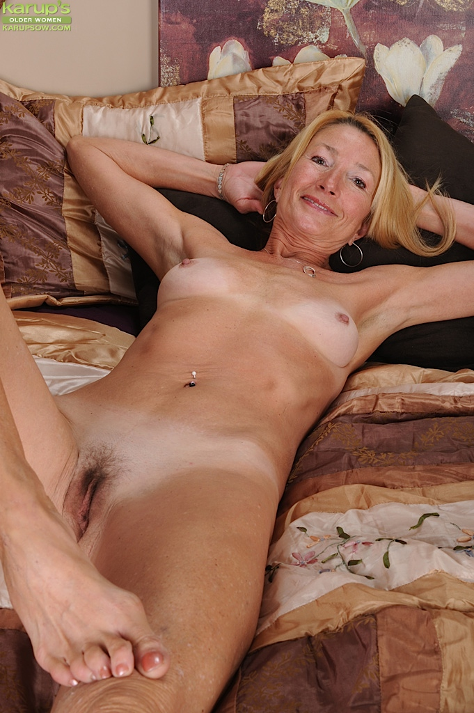 fully nude granny large areolas posing