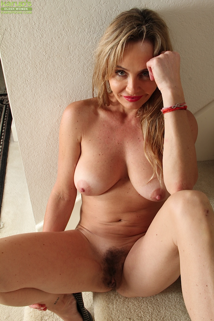 nude-woman-unshaved-ass