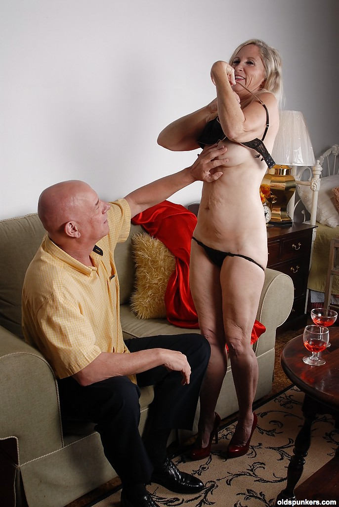 Blond Mature Thumbs Gallery 68