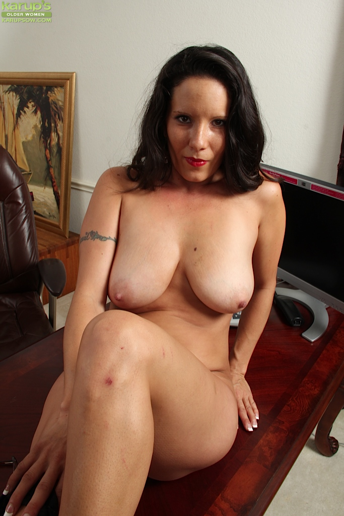 Brunette Naked older