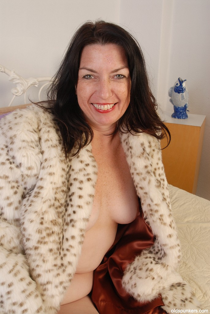 Busty british milf sarah beattie gets fucked up the ars - 2 part 8