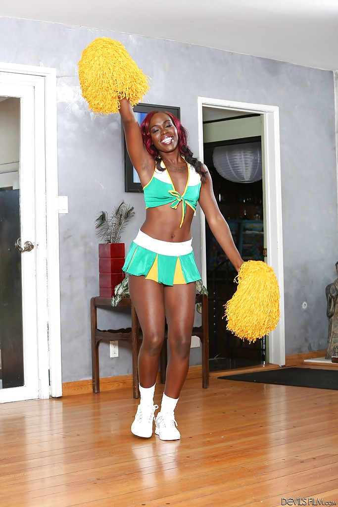 naked-aussie-cheerleaders-designer-clothes-for-a-young-girl