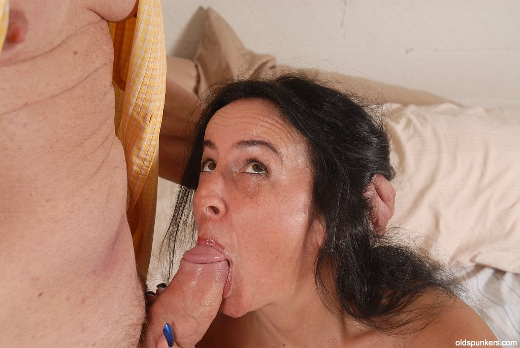 Ebony Mature Swallow Nut