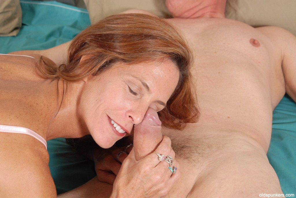 Ein sahnestück Mature hand and blowjob dude