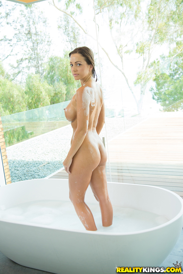 Teen Staci Carr is taking bath and spreading her long legs so sexy