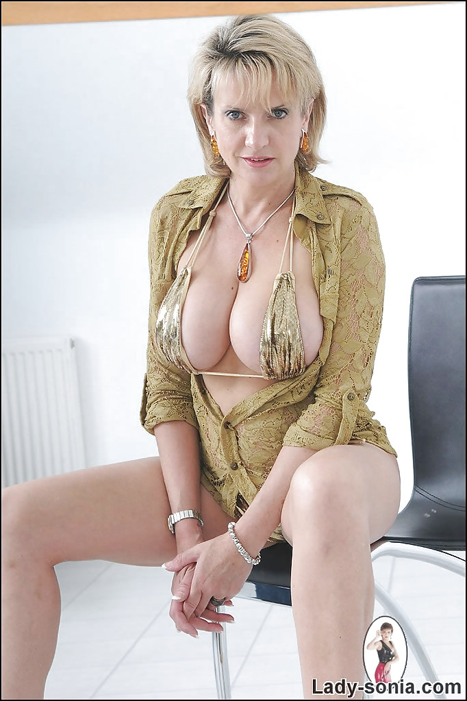 mature Lady naked women sonia