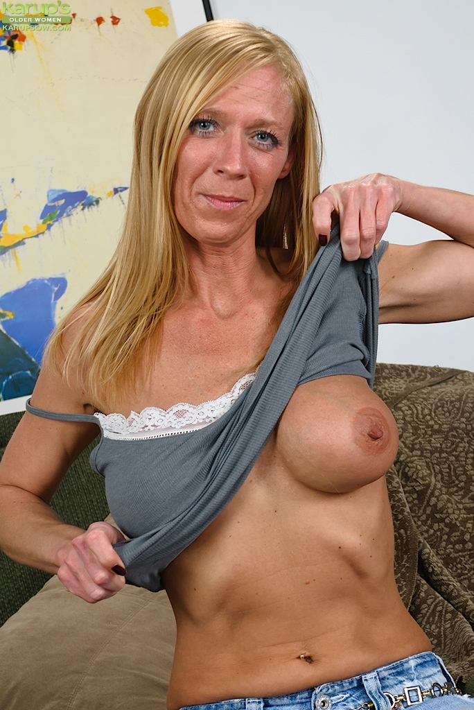 Sexy old lady sucks tits and play