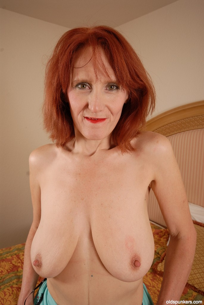 Big Tits Redhead Mature Porn - ... Redhead mature Debra is showing off her stunning ass in close-up ...