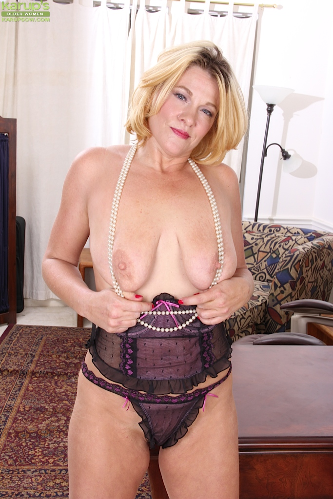 Free mature saggy tits