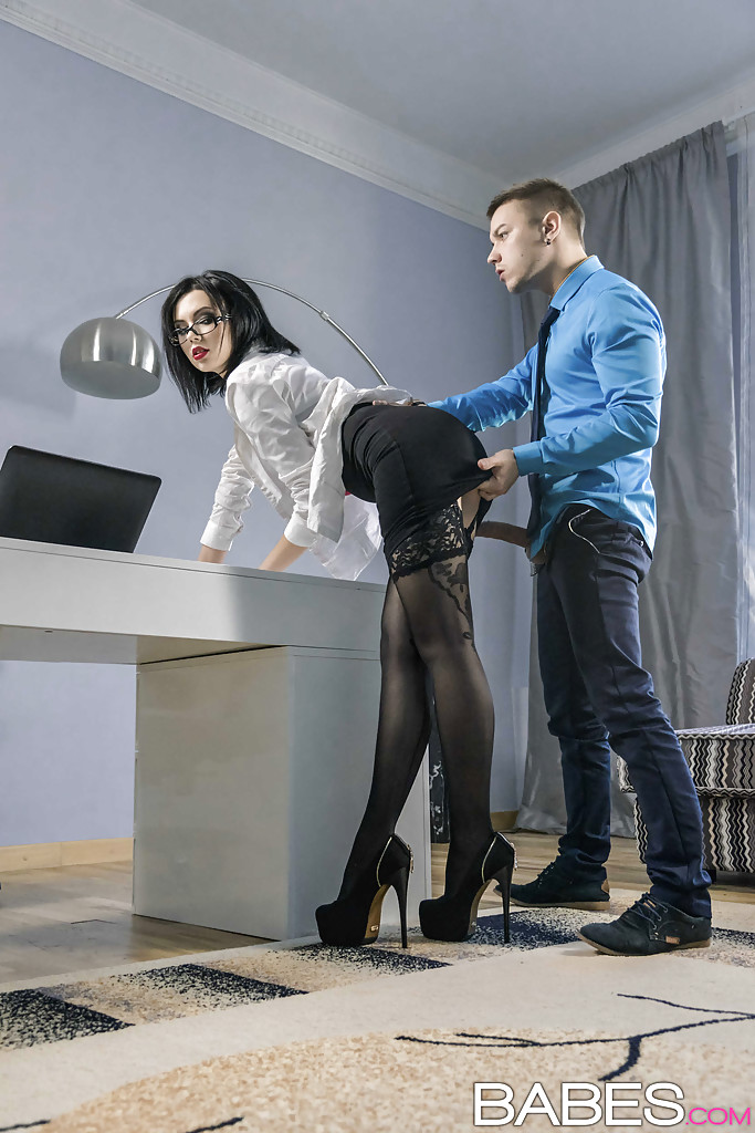 Milf in glasses Sheri Vi is sucking her boss's dick so ...