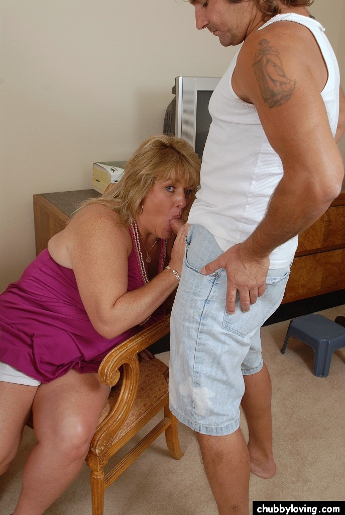 Attractive bbw milf sucks amp fucks younger guy