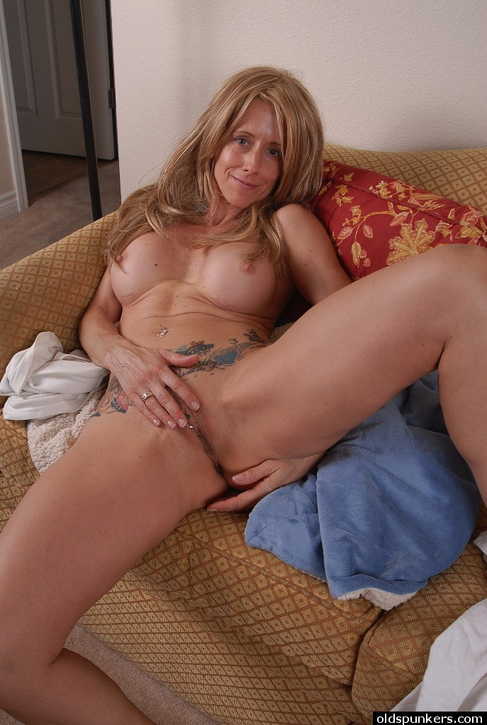 hot nude women scissoring