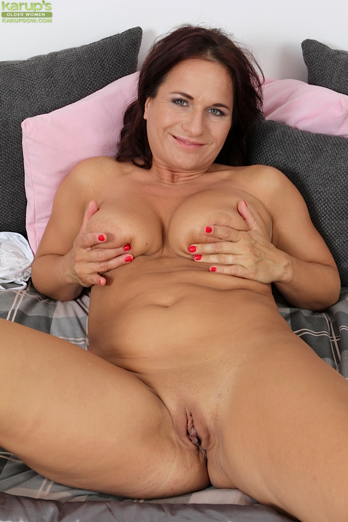 Truly amateur chubby british porn movies