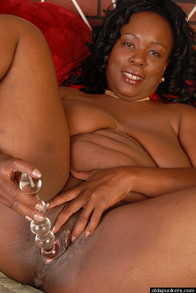Ebony mature dildo