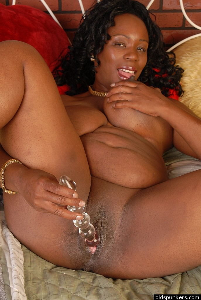 Dildo ebony mature