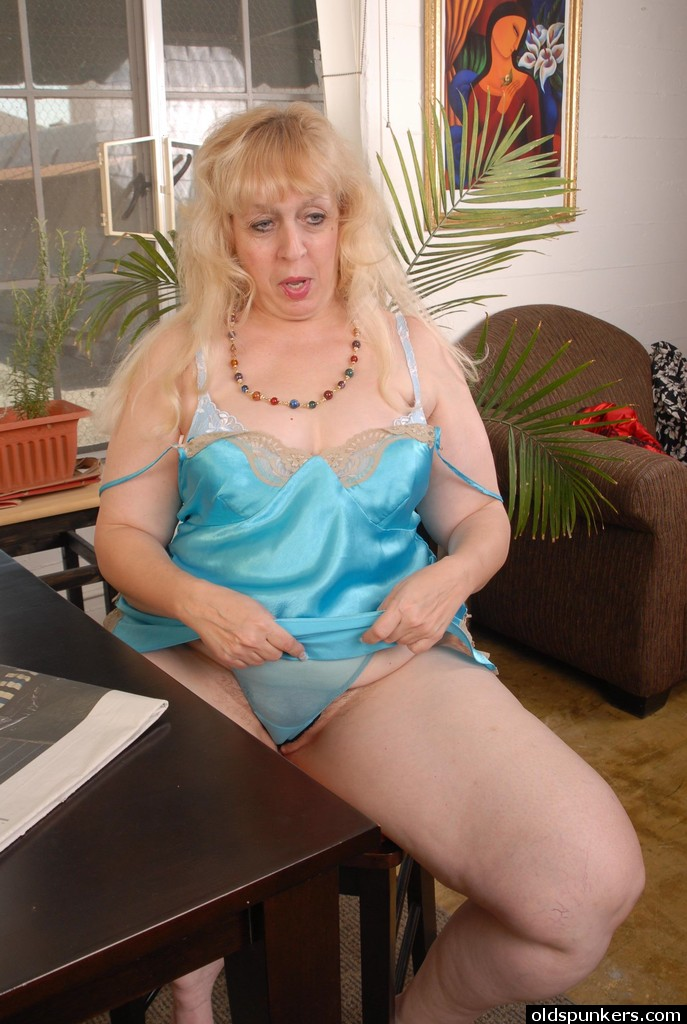 Huge Collection Of Hottest Mature And Granny Porn.