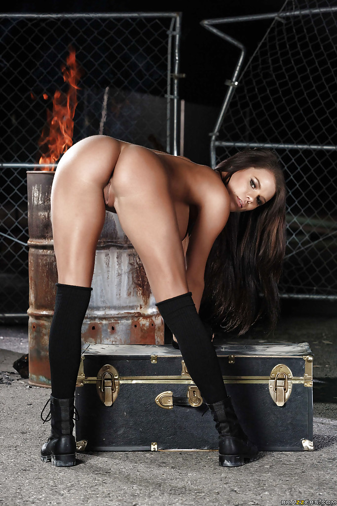 Awesome pornstar babe Peta Jensen shows her gorgeous big booty
