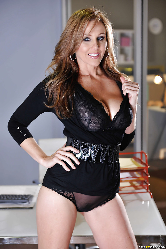 Stunning milf babe Julia Ann is touching her tight cute ...