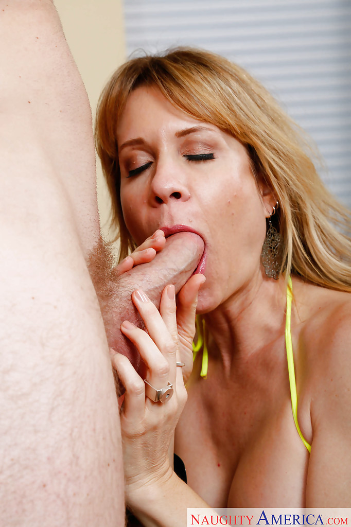 hot blowjob and facial Amateur.
